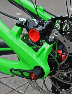 142x12mm through-axle dropouts and post-mount rear brake caliper tabs for the new Pivot Mach 429 Carbon