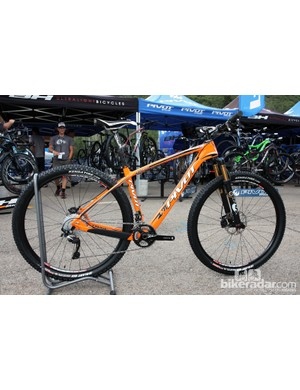 New for 2013 is the Pivot Les 29er carbon hardtail