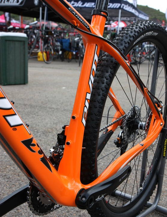 A wide and asymmetrical seat tube on the new Pivot Les 29er carbon hardtail