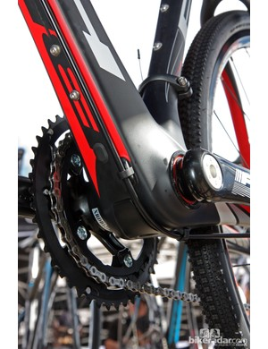 The versatile internal routing system on the BH RX Team CX can be used with either mechanical or electronic transmissions. The externally secured rear brake line is hydraulic-ready
