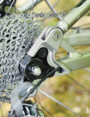 Check out the chunky rear dropout and the neat cable routing