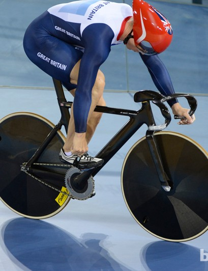 The UK Sport Innovation drop bars for mass-start events are even more striking than the aero bars for time-trial events