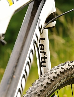 The Lefty is an exceptionally stiff fork that contributes greatly to the Scalpel's low weight
