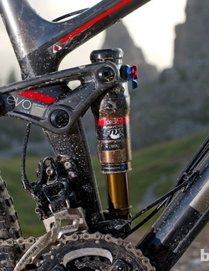 Big-hit eating DRCV technology returns but with a shorter EVO shock link for a snappier ride and a removable front derailleur direct mount if you want to go 1x10 later