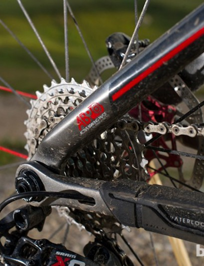 The capable ABP pivot anchors the EX suspension design, with a 142x12 thru-axle for 2013