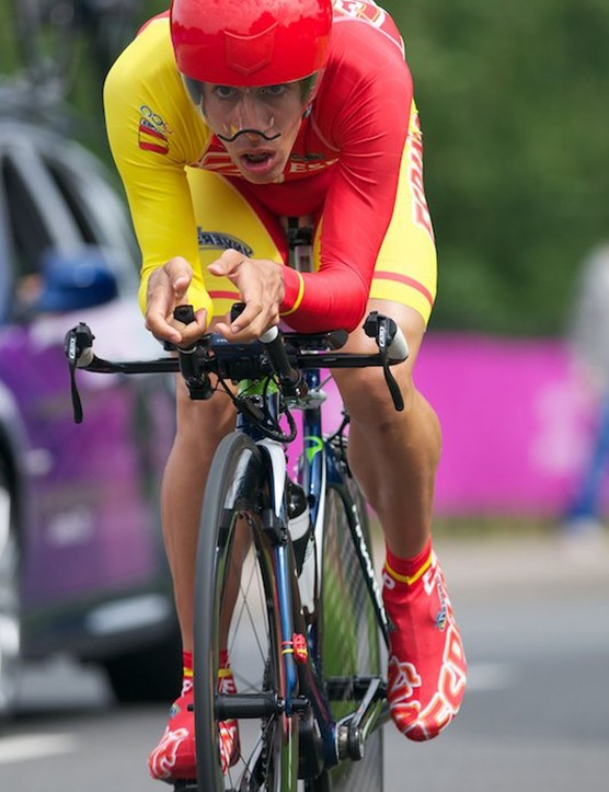 Jonathan Castroviejo of Spain on his Pinarello Graal with Campagnolo EPS TT kit and Catlike helmet. He finished 9th