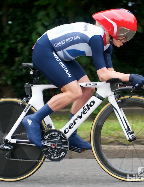 Emma Pooley of GB went for her usual setup: Cervelo P3, team issue skinsuit and helmet (not quite flush though), a mahoosive chainring, rear mounted Di2 battery and a shallow front wheel. She finished 6th, which was a little disappointing for her