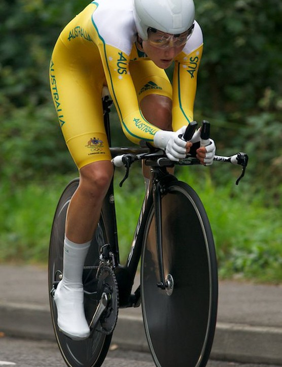 Shara Gillow of Australia had a very aero looking setup - Scott bike and helmet, Smart Aero shoe covers and gloves and a team issue skinsuit. She was even brave enough to ride a front disc - fast if you can handle it but crosswinds can make it more trouble than its worth