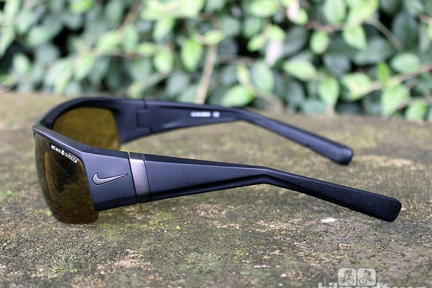 The SQ version of the sunglasses, tested here, has wider arms