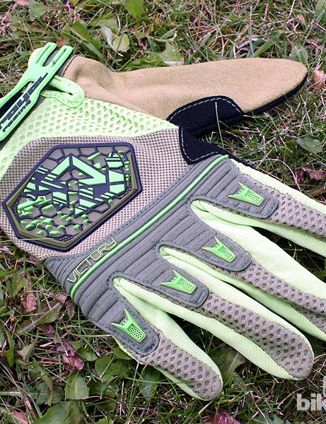 The men's Victory glove (£26.99) gets a new green colour for 2013