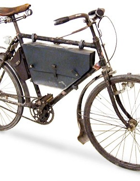 The Swiss Model 1905 pattern bike, which remained in service until the 1990s, featured a coaster brake and later drum braking system. Riders had to be fit as they were expected to carry 70 pounds of equipment on this singlespeed bike
