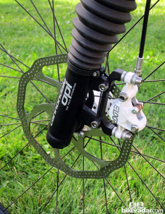 A 180mm rotor lends extra braking power up front