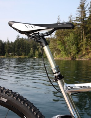Giant will include its own Contact Switch dropper seatpost on the new Trance X 29er 0 and 1 models. Total travel is set at 100mm and the cable actuated remote lever is impressively tidy and smooth