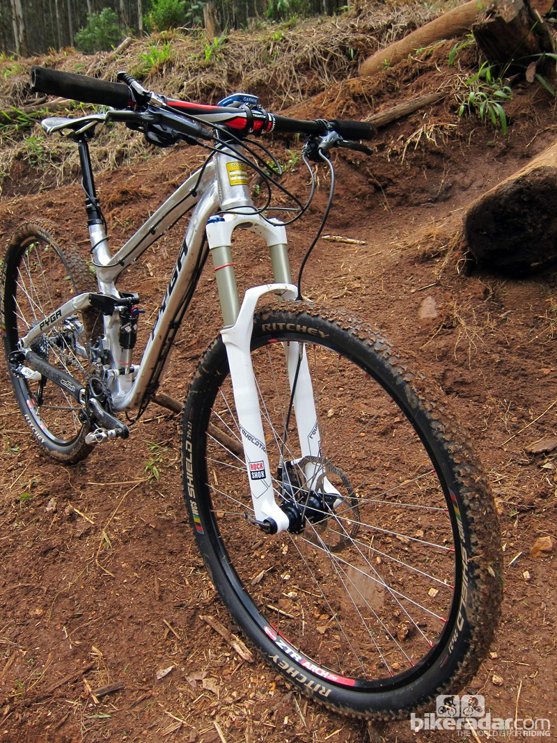 Our test bike was fitted with a 140mm-travel RockShox Revelation RCT3 fork, but PYGA normally recommends a 120mm-travel front end