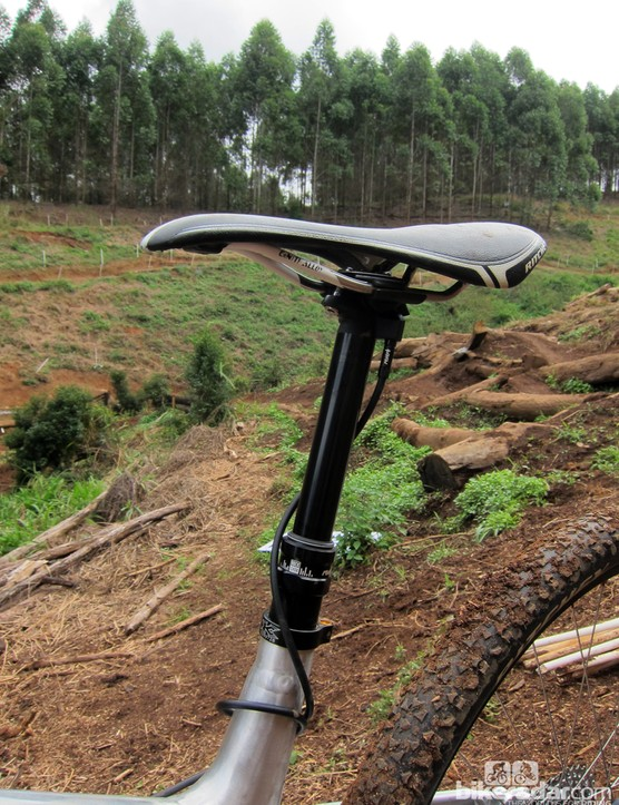 The PYGA OneTen29 is dropper post-friendly with dedicated routing
