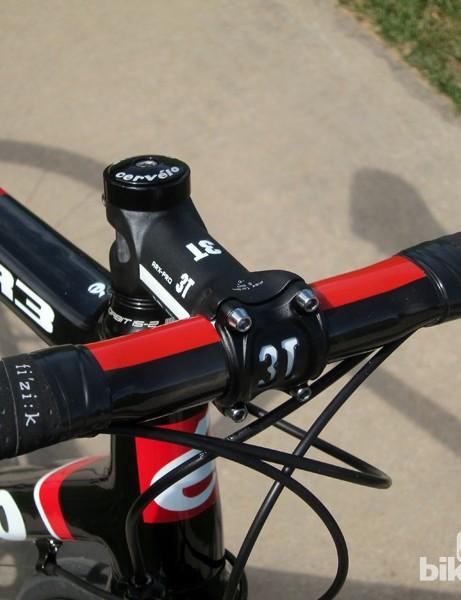 Our Cervélo R3 Team came with a forged aluminum 3T ARX Pro stem and carbon fiber Ergonova Team handlebar