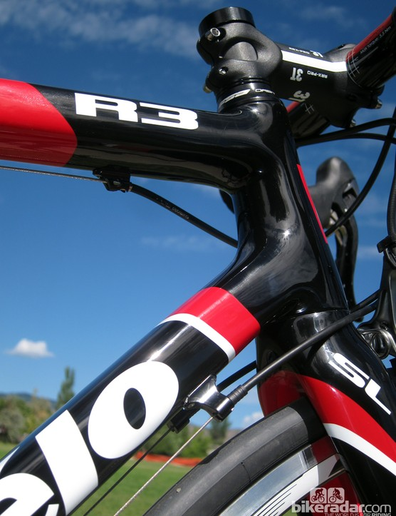 Cervélo sticks with conventional external routing on the R3 Team. While it isn't as sleek and sexy as newer internal setups, it's also easier to service. Built-in adjusters on the down tube would be nice, though