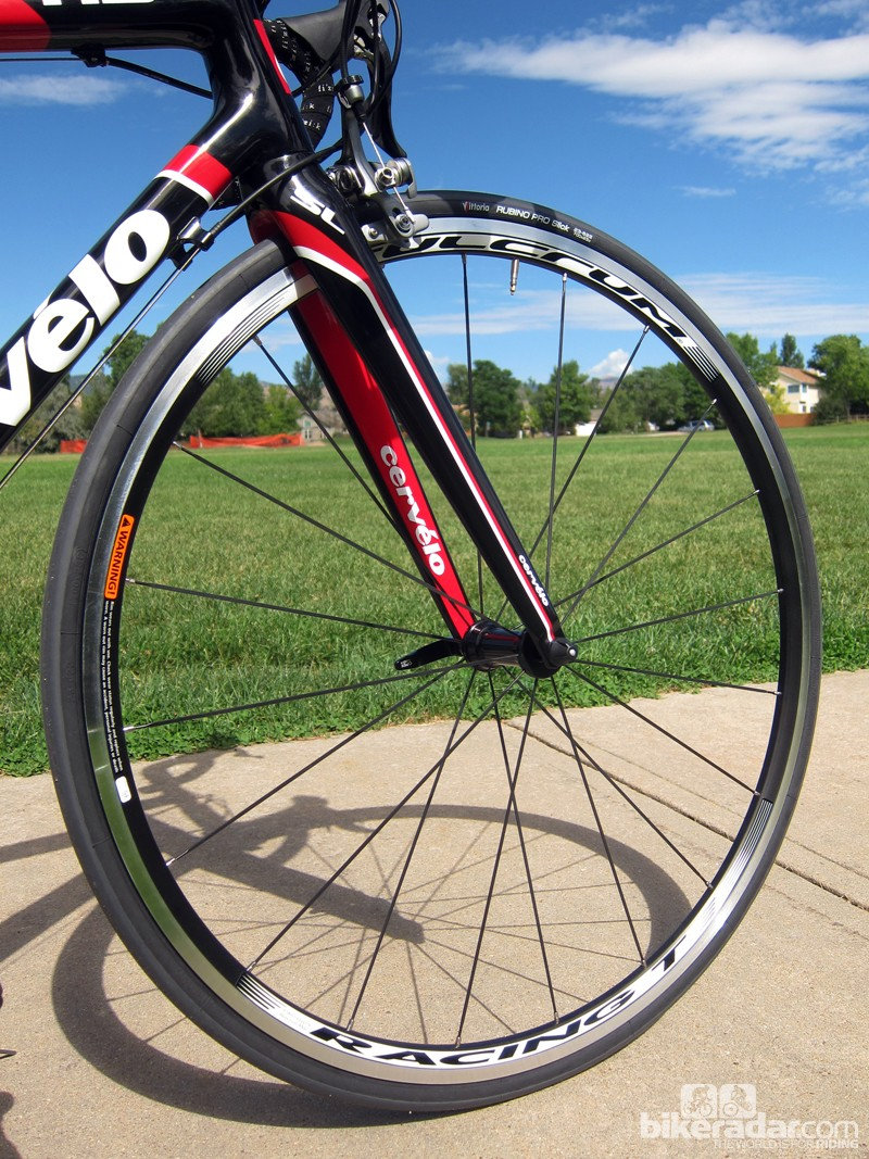 Cervélo saddles the R3 Team with heavy and dull Fulcrum Racing T aluminum clinchers. Our test wheels also arrived annoyingly out of true front and rear
