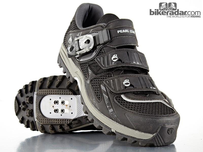 The Pearl Izumi X-Alp Enduro III shoes are more hike than bike in style