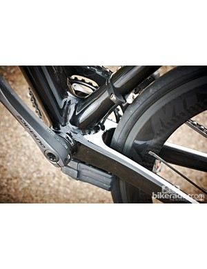 Oversize bottom bracket shell, huge chainstays and down tube. The usual…