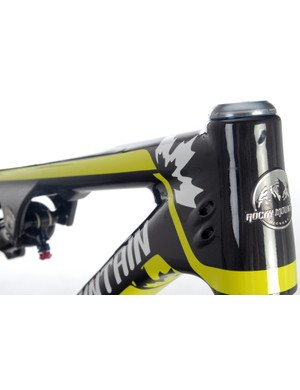 The front end of both the aluminum and carbon frames feature tapered head tubes and internal cable routing
