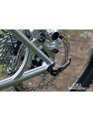 A strengthening spar links the Skyline R931's seat and chain stays