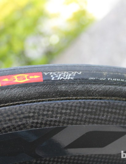 Liquigas runs Mavic wheels and rubber, the latter of which is front- and rear-specific. On his Slice RS, Nibali runs a Yksion GripLink tubular on the front Cosmic Carbone 80, and a Yksion PowerLink on the Comete disc