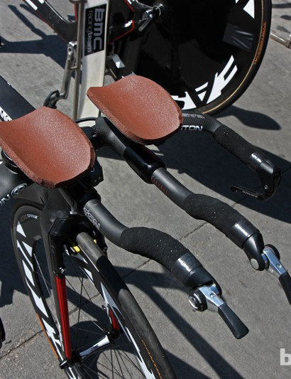Taylor Phinney's (BMC) Easton Attack TT integrated carbon aero bars are fitted with custom armrests