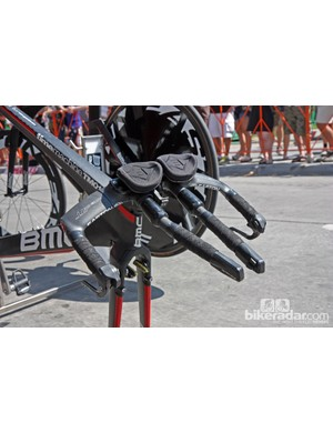 The ultra-narrow Easton Attack TT time trial handlebar setup of Tejay van Garderen (BMC)