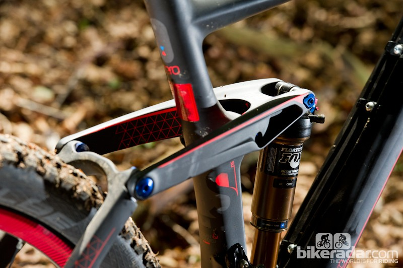 Rear travel on the 650b bike matches that on the front, at 160mm