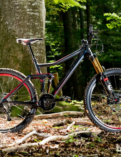 The Stereo frame has been reworked for 2013, with a 'Super High Performance Composite' construction. Frame and shock weight is claimed to be 2,080g