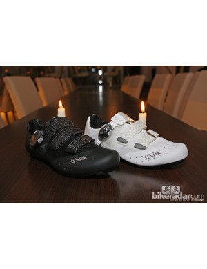 The redesigned fi'zi:k R1 road shoe will be offered in both black and white for 2013.