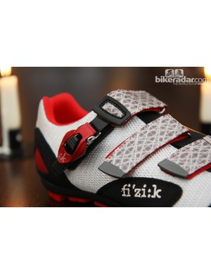 The fi'zi:k M5 mountain bike shoes feature aluminum buckles and sailcloth straps.
