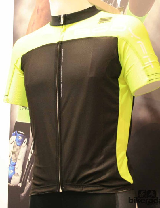 The Bodyfit Pro Summer Race jersey has been extensively tested by Saxo Bank Tinkoff Bank. It's made from polyester on the torso to wick sweat away from your core and strecth mesh on the sleeves for comfort. It's also made with titanium dioxide to reflect UV rays. It's suited to any terrain, particularly the mountains with it being the lightest jersey they've ever produced