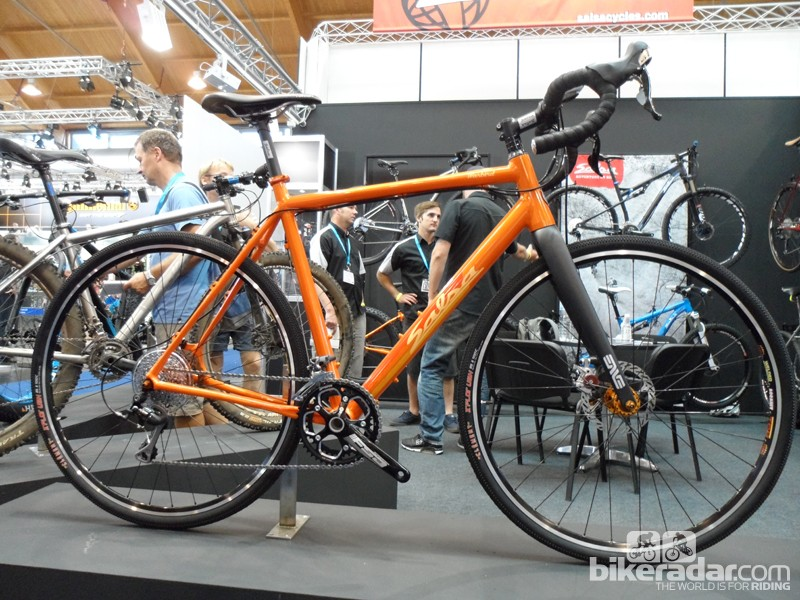 The Warbird features a tapered headset and a CX Enve Cross fork