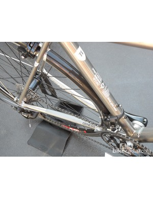 Slender seatstays and an assymetric rear end on the Equilibrium Ti