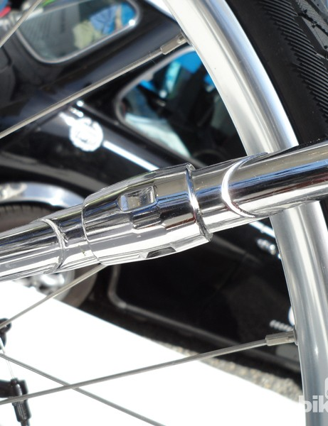 The Avus uses a clever split stay design for ease of belt change