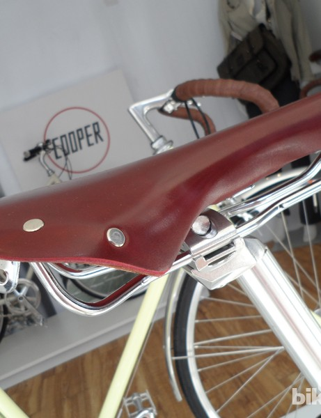 The saddle gets the same custom colours
