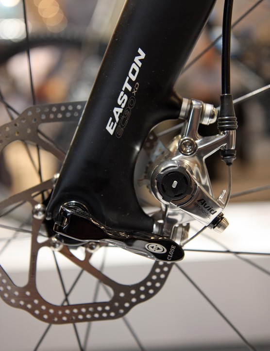The new Easton EA90 XD disc 'cross fork features carbon dropouts and caliper tabs sized for 140mm rotors. 160mm rotors can be used by adding an adapter