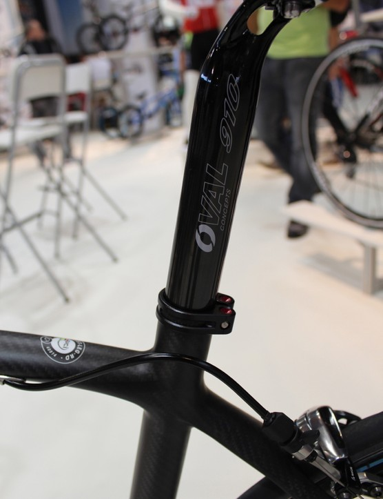 In contrast to other brands that seek compliance at the seatpost, Fuji choose a 31.6 post for a stiffer pedaling platform