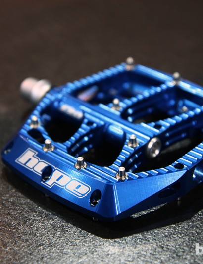 The new Hope F20 flat pedal features up to twenty removable stainless steel pins and a big, supportive machined aluminum body.