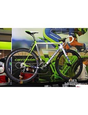 As the name suggests, the Cannondale SuperSix EVO Hi-Mod Team edition is a near replica of the Liquigas-Cannondale team bike, including a SRAM Red group, Cannondale Hollowgram cranks and Mavic Cosmic Carbone SLR wheels for US$10,320