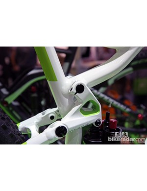 The one-piece shock link on the new Cannondale Trigger is firmly clamped on both sides to a hollow through-axle for rigidity. Each seat stay pivot, on the other hand, rotates on two cartridge bearings