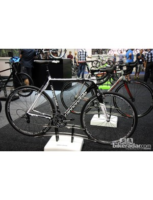 The 2013 Cannondale SuperX Carbon Ultegra will come with a Shimano Ultegra mechanical transmission, an FSA Gossamer Pro BB30 crank, Mavic Ksyrium Equipe wheels and TRP EuroX alloy cantilevers for US$3,450