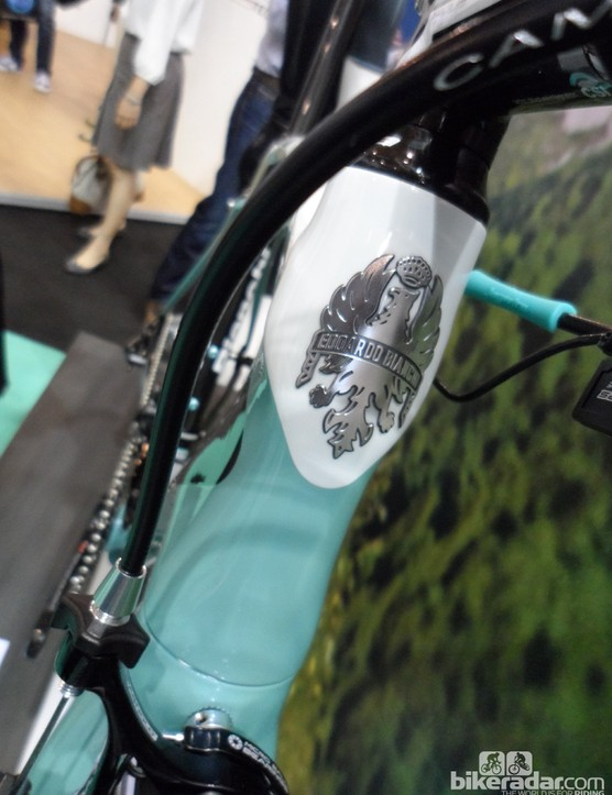 The oversized tapered head tube of the Oltre XR