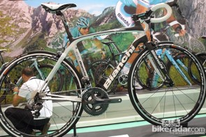 This Ultegra Di2 model tops the Infinito range