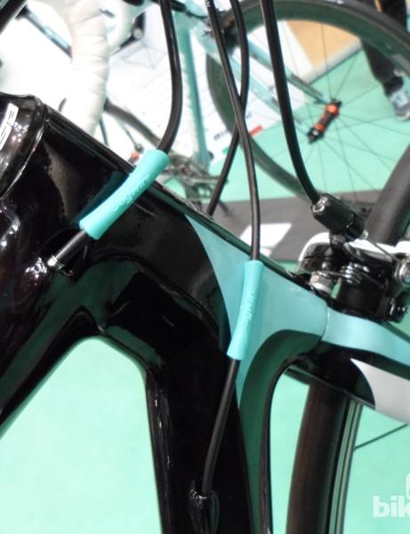 The Vertigo's front end uses the C2C carbon fork