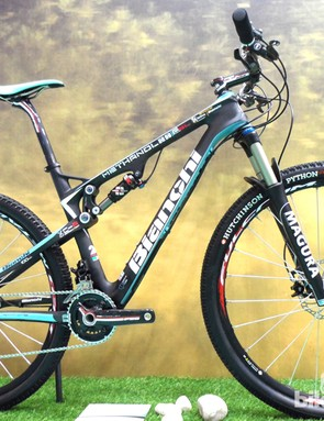 The top of the range Methanol 29FS gets Fulcrum Red Metal 29 XLs and carbon finishing kit from FSA