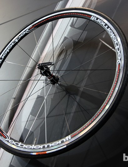 Deda's new WD30ALCL aluminum clinchers are built with 30mm-deep rims, the same sealed cartridge bearing hubs as the carbon models, and hub-located nipples