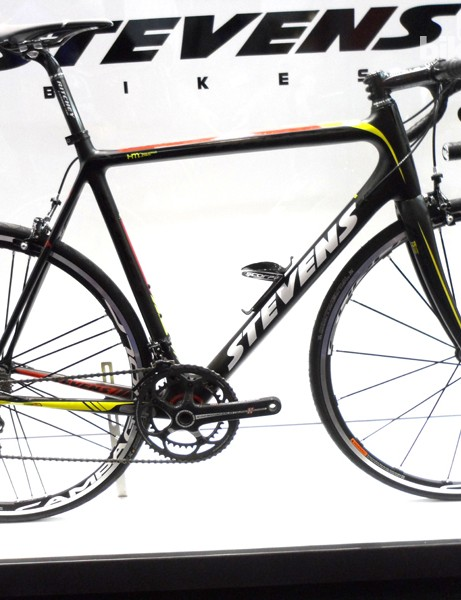 The new Comet frameset weighs in at around 800g depending on size